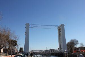 Fiumicino, Ponte Due Giugno: ecco gli orari estivi del sollevamento e della passerella pedonale
