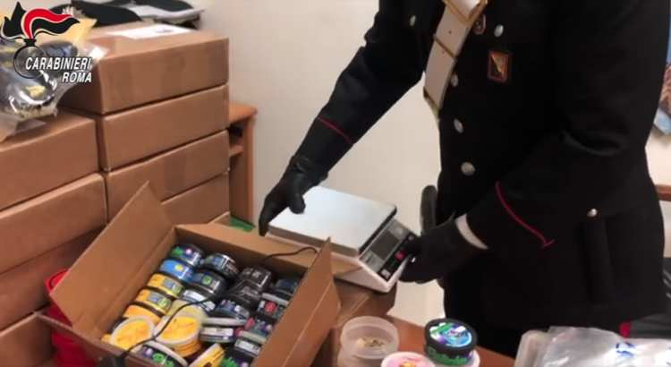 arrestato pusher che vendeva la droga sui social
