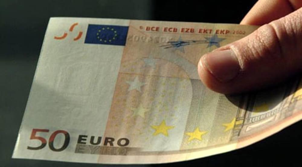 pagavano con banconote false