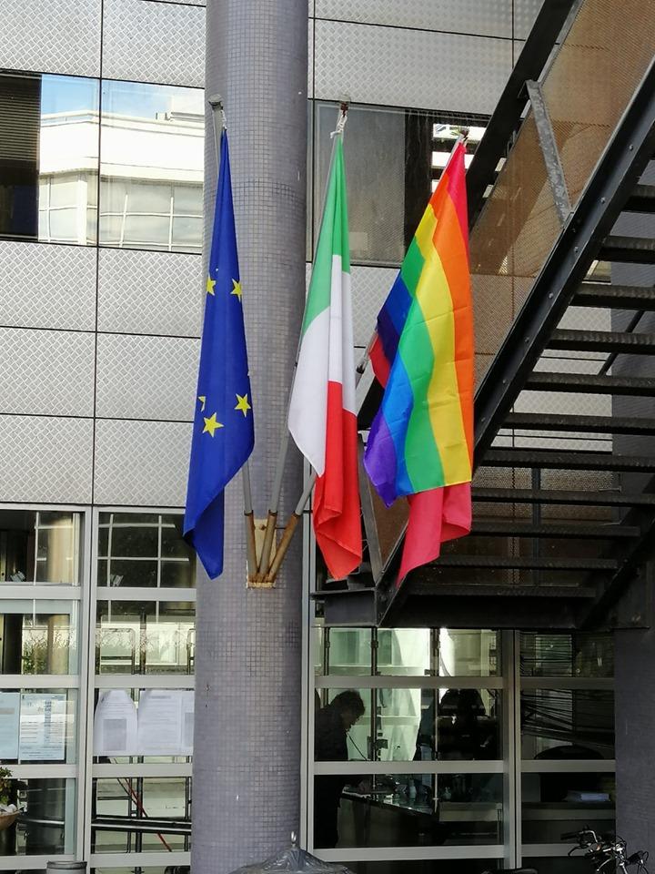 bandiera contro omofobia