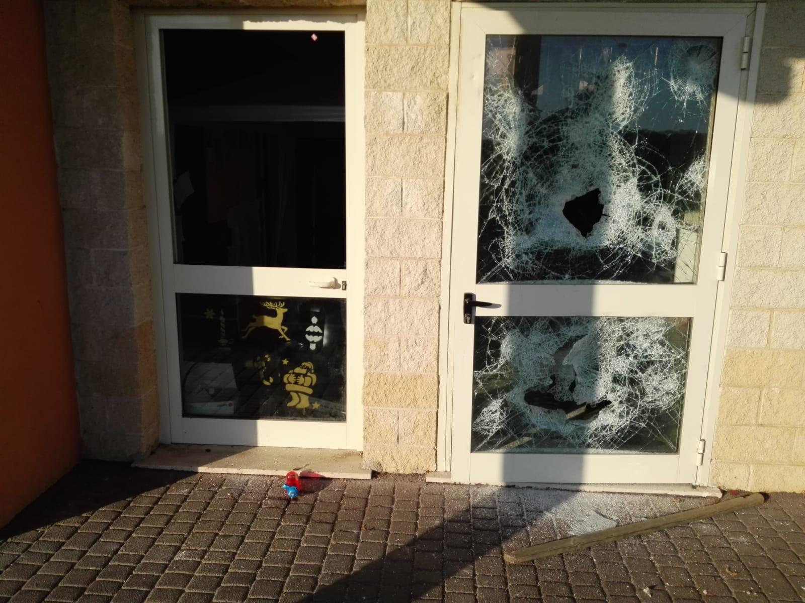 Fiumicino, Scuola di Passoscuro: delinquenti in azione