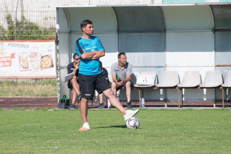 Mario Guida allenatore dell'Anzio (foto Ferri)
