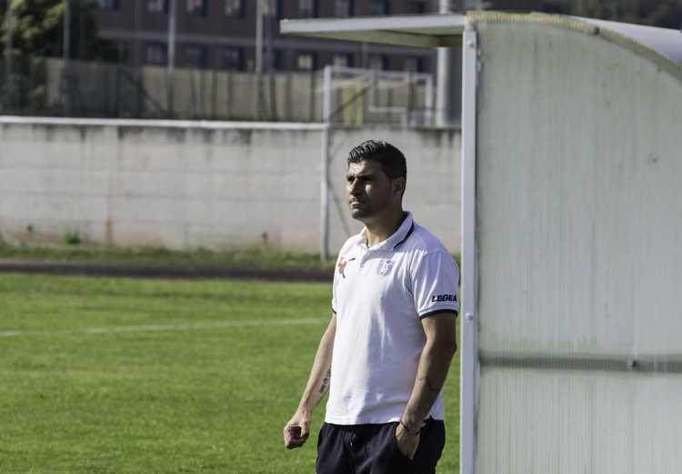 Mario Guida in panchina (foto Ferri)