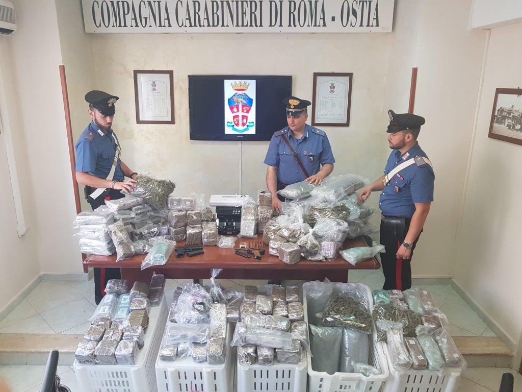 OSTIA La droga sequestrata dai Carabinieri (2)