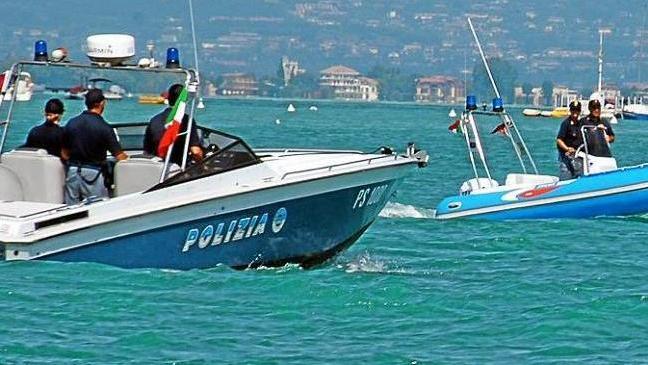 Fiumicino, Barca in avaria rischia di schiantarsi contro la scogliere