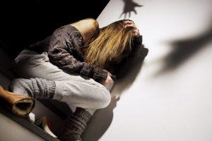 Civitavecchia, Minacce percosse e insulti alla ex