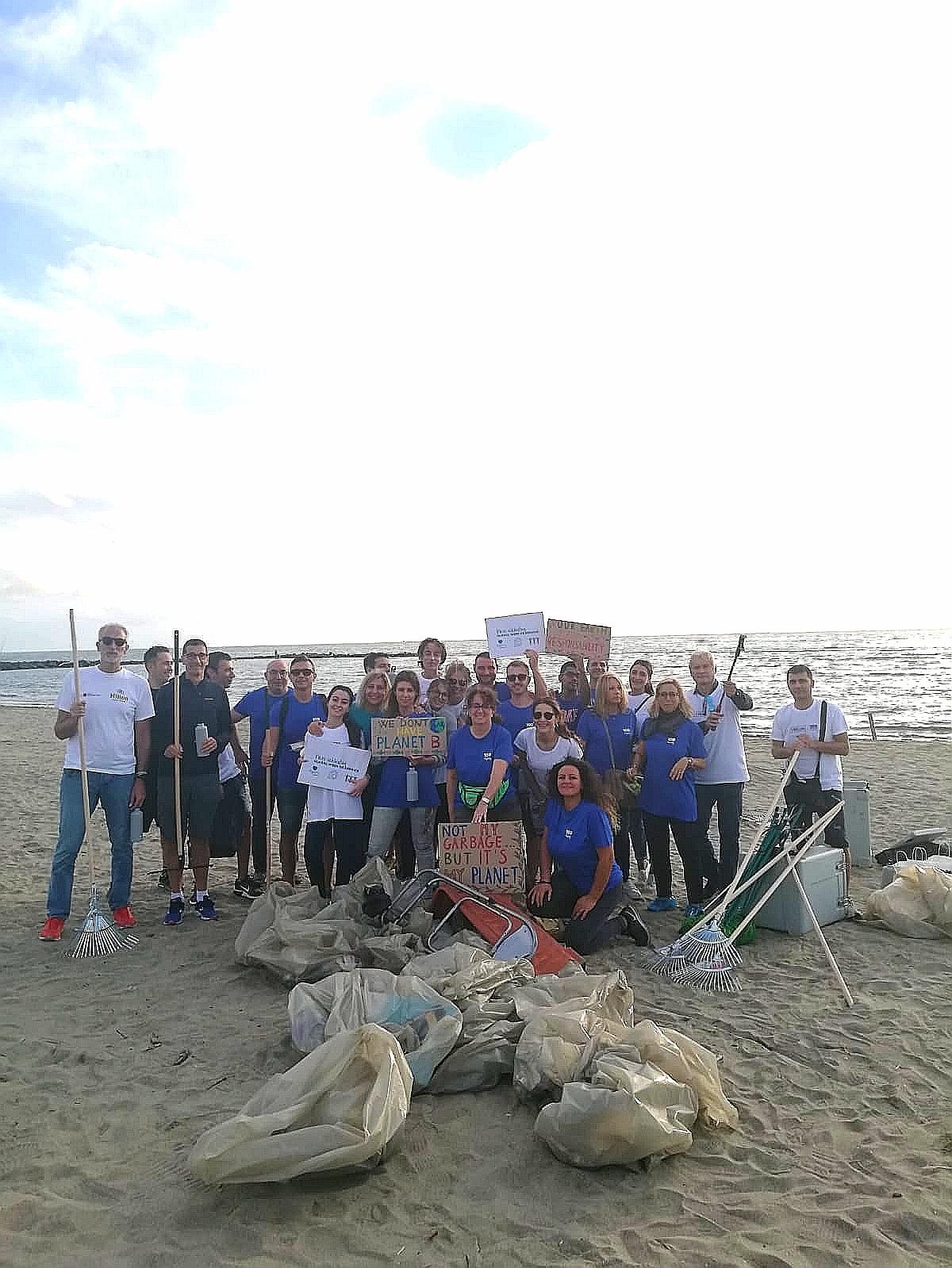 pulizia della spiaggia di Focene