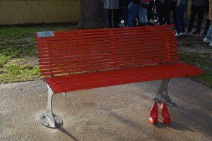 Pomezia, Inaugurata la panchina rossa dedicata a Maria Corazza e a tutte le donne vittime di femminicidio
