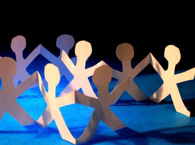 Fiumicino, Giornata internazionale dei Diritti dell'Infanzia e dell'Adolescenza: il Ponte 2 giugno si tinge di rosa e di azzurro