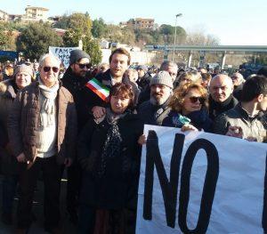 Fiumicino, Manifestazione a Monte Carnevale contro l'ipotesi di una discarica di Roma