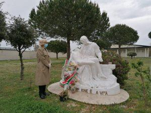 Fiumicino, Fiori nei cimiteri comunali