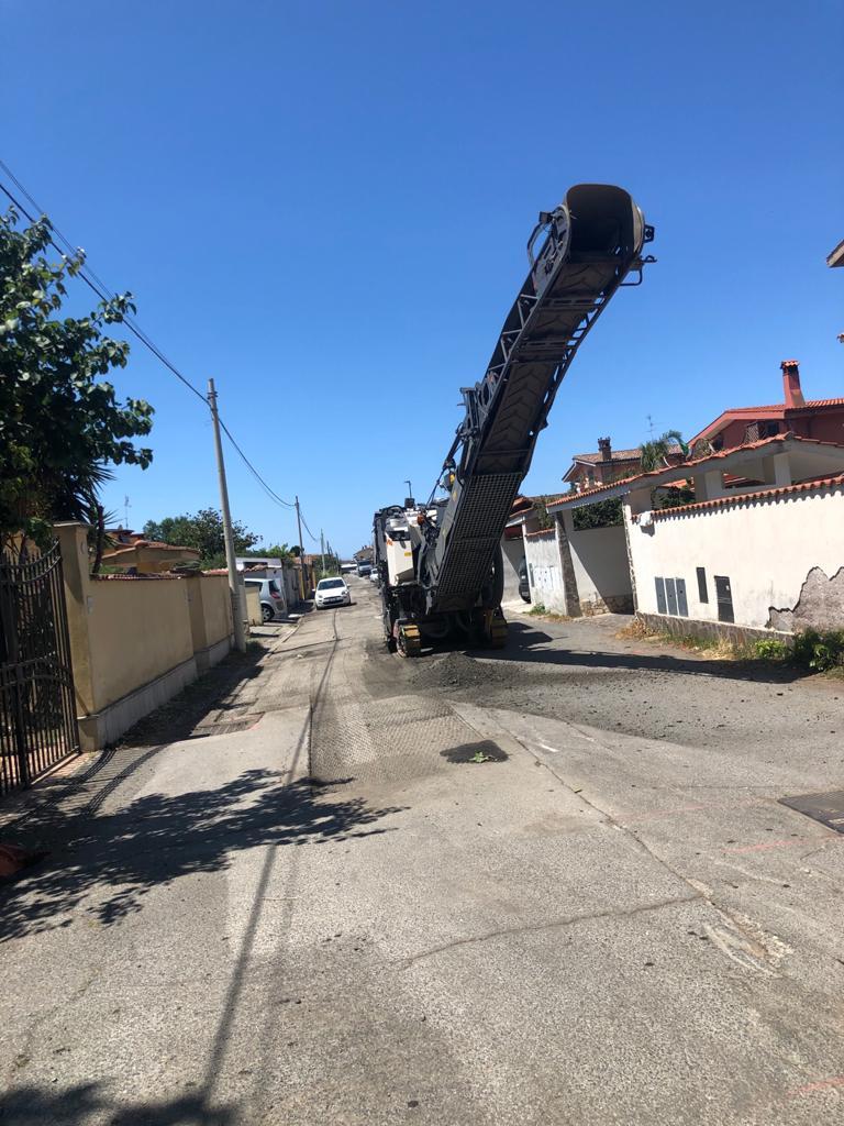 """Fiumcino, Caroccia: """"Ripristinato manto su strade di Isola Aacra interessate dai lavori per lo smaltimento delle acque piovane"""""""